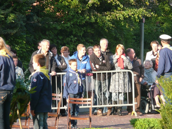 piershil-onthulling-monument-wo2-4mei2011-05