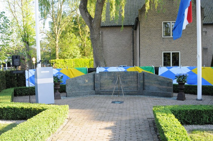 piershil-onthulling-monument-wo2-4mei2011-07