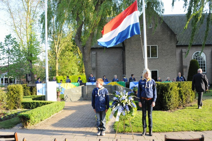 piershil-onthulling-monument-wo2-4mei2011-10