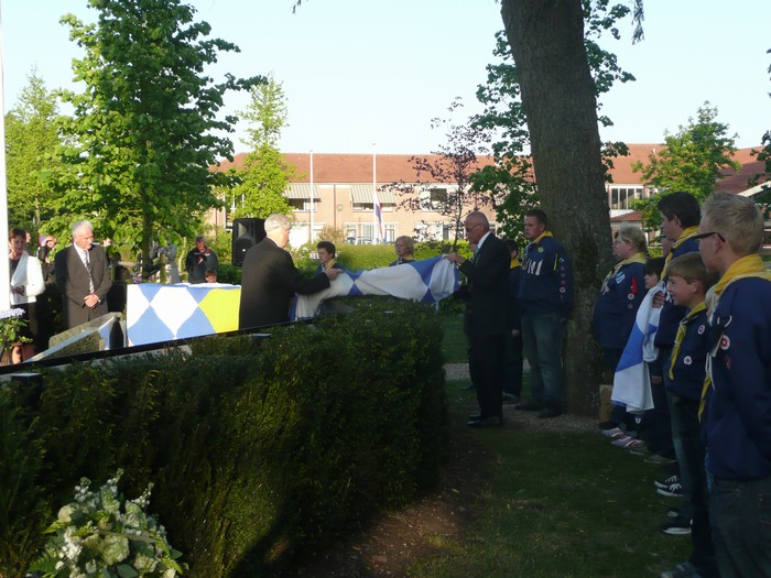 piershil-onthulling-monument-wo2-4mei2011-29