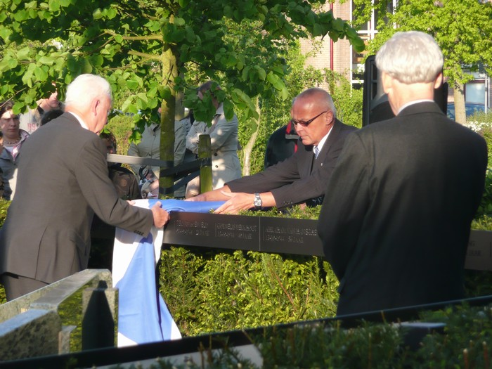 piershil-onthulling-monument-wo2-4mei2011-32