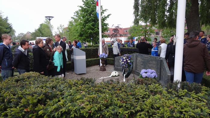 piershil-dodenherdenking-korendijk-4mei2014-019