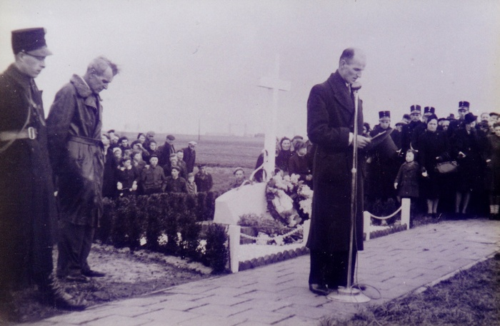 monument-moeder-1946-01