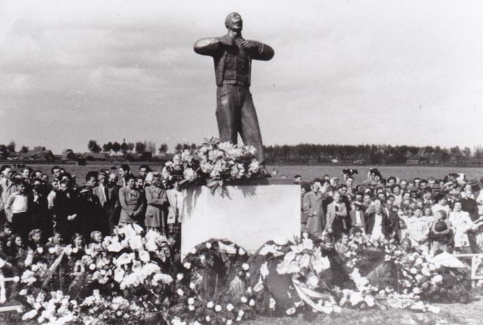 monument-moeder-20-mei-1950