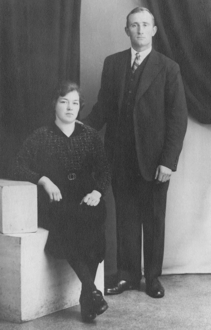 piershil-monument-janusdoolaard-echtgenote