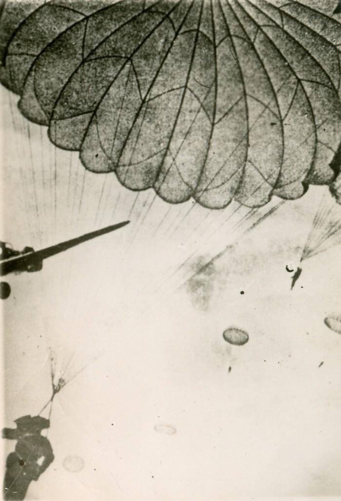 wo2-parachute-01