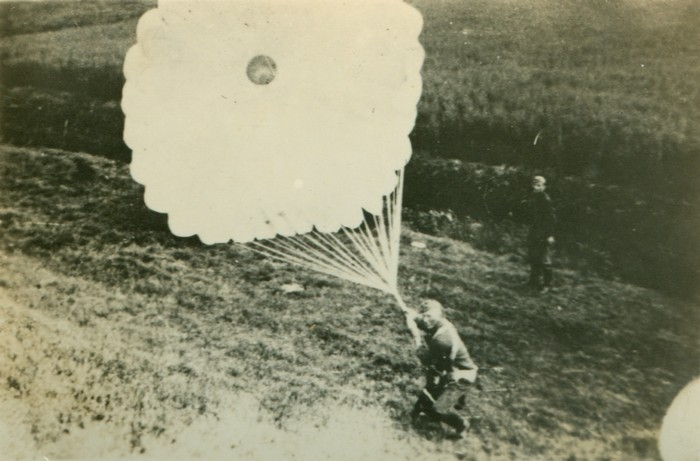 wo2-parachute-05