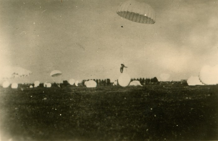 wo2-parachute-08