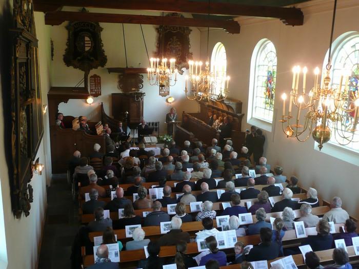 piershil-dienst-kerk-burgerslachtoffers-4mei2011-02