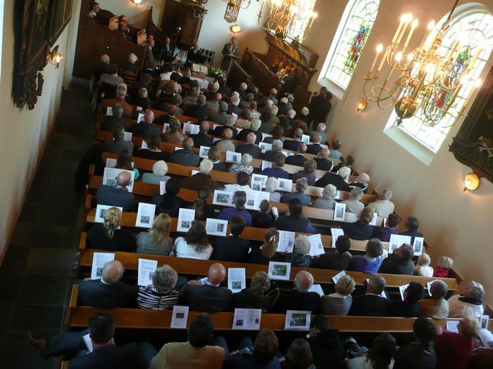 piershil-dienst-kerk-burgerslachtoffers-4mei2011-03