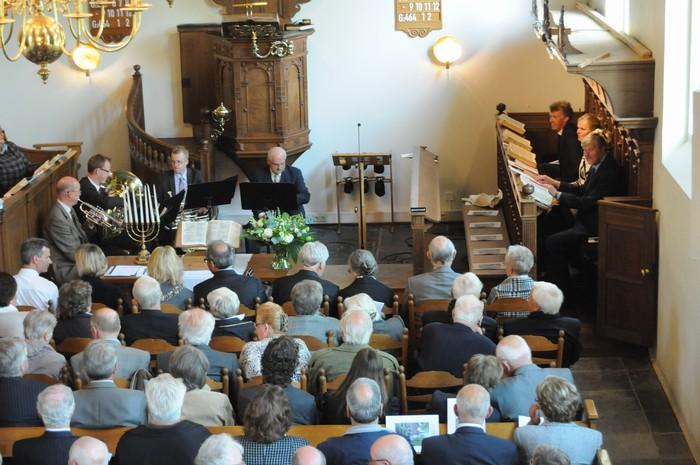 piershil-dienst-kerk-burgerslachtoffers-4mei2011-04