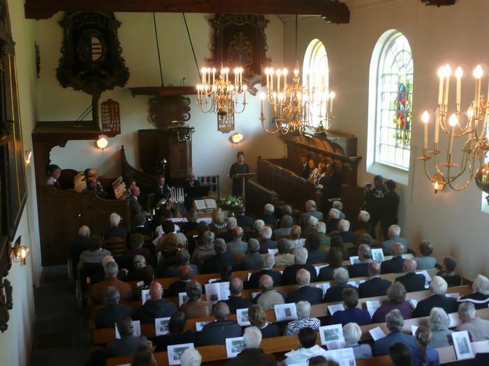 piershil-dienst-kerk-burgerslachtoffers-4mei2011-06