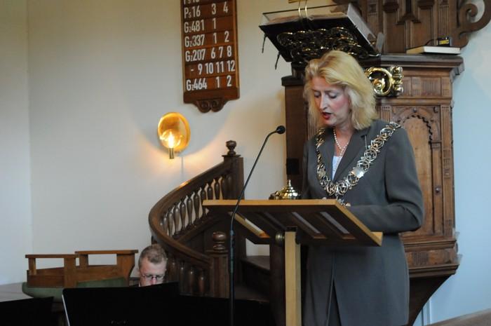 piershil-dienst-kerk-burgerslachtoffers-4mei2011-07