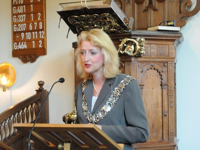 piershil-dienst-kerk-burgerslachtoffers-4mei2011-08