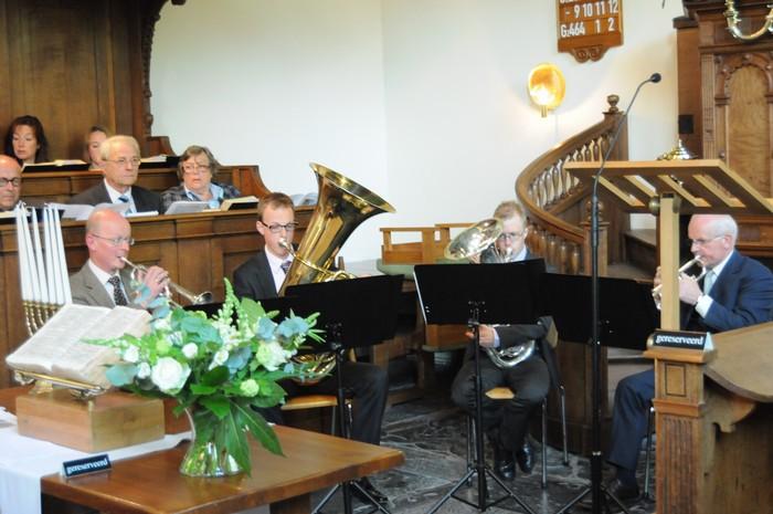 piershil-dienst-kerk-burgerslachtoffers-4mei2011-09