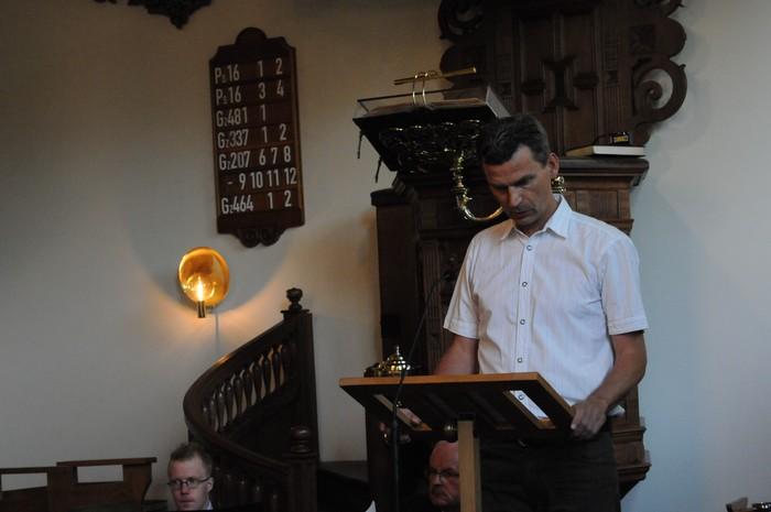 piershil-dienst-kerk-burgerslachtoffers-4mei2011-11