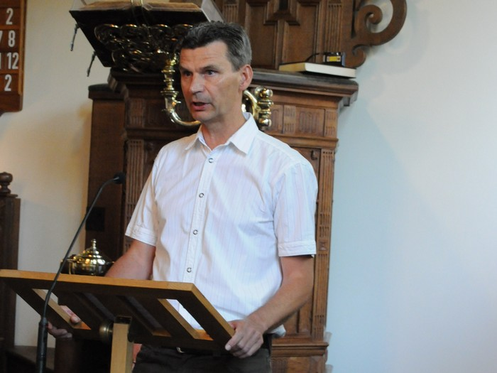 piershil-dienst-kerk-burgerslachtoffers-4mei2011-12