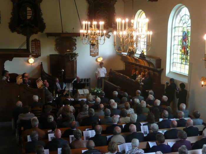 piershil-dienst-kerk-burgerslachtoffers-4mei2011-13
