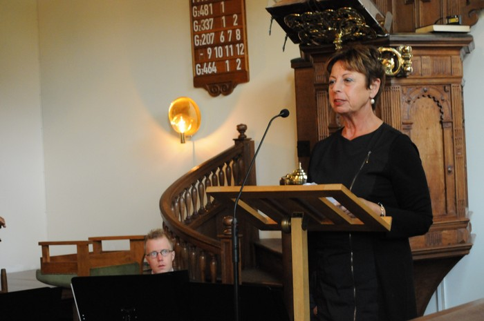 piershil-dienst-kerk-burgerslachtoffers-4mei2011-18