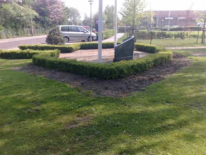 piershil-monument-burgerslachtofferswo2-22april2011-01