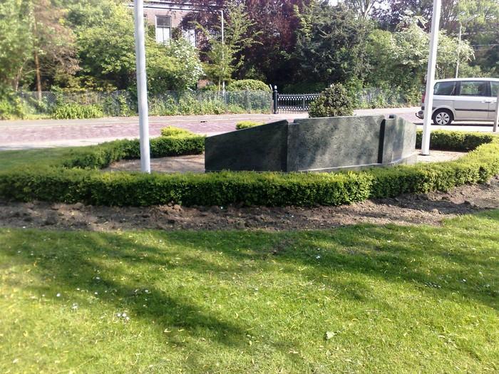 piershil-monument-burgerslachtofferswo2-22april2011-02