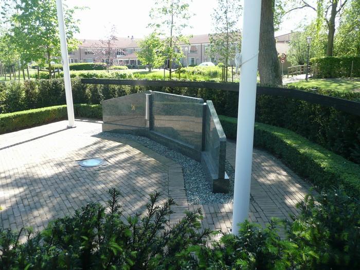 piershil-monument-burgerslachtofferswo2-3mei2011-01