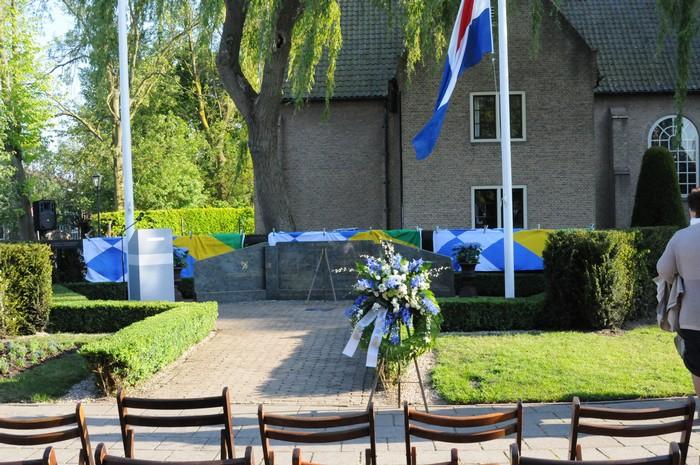 piershil-monument-burgerslachtofferswo2-4mei2011-03