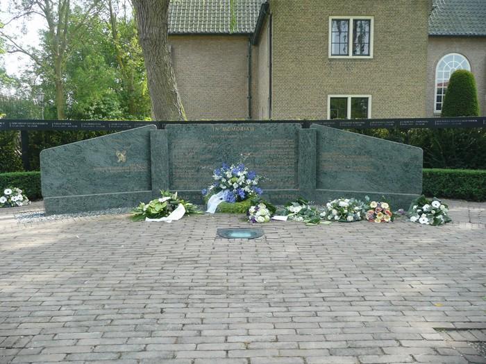 piershil-monument-burgerslachtofferswo2-5mei2011-03