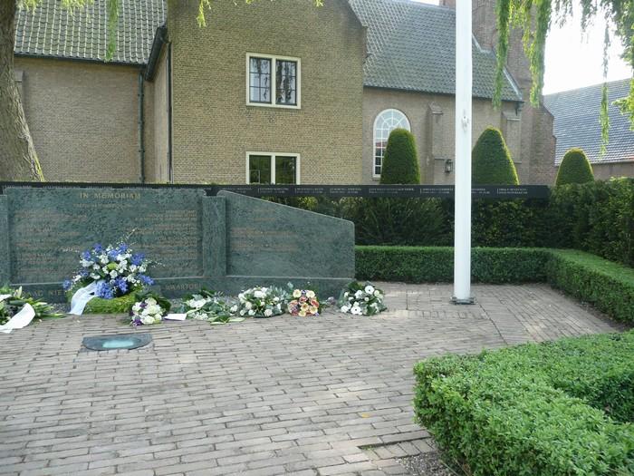 piershil-monument-burgerslachtofferswo2-5mei2011-05