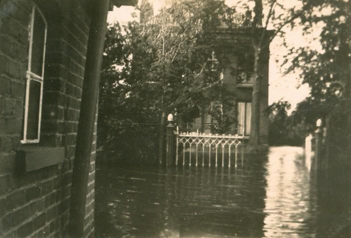 piershil-oorlog-inundatie-voorstraat-02