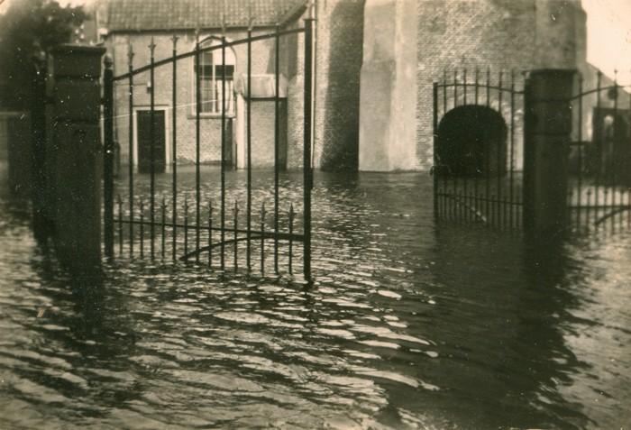 piershil-oorlog-inundatie-voorstraat-03