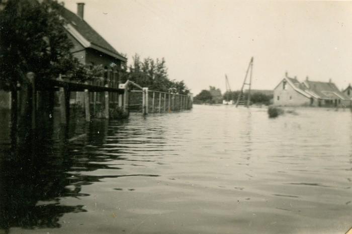 piershil-oorlog-inundatie-voorstraat-05