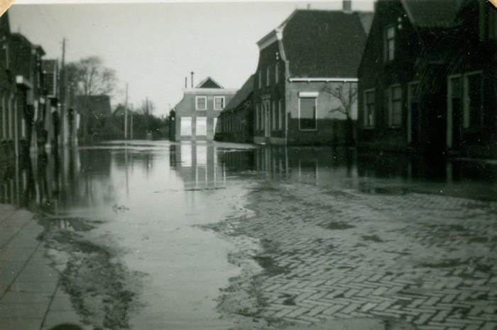 piershil-oorlog-inundatie-voorstraat-06