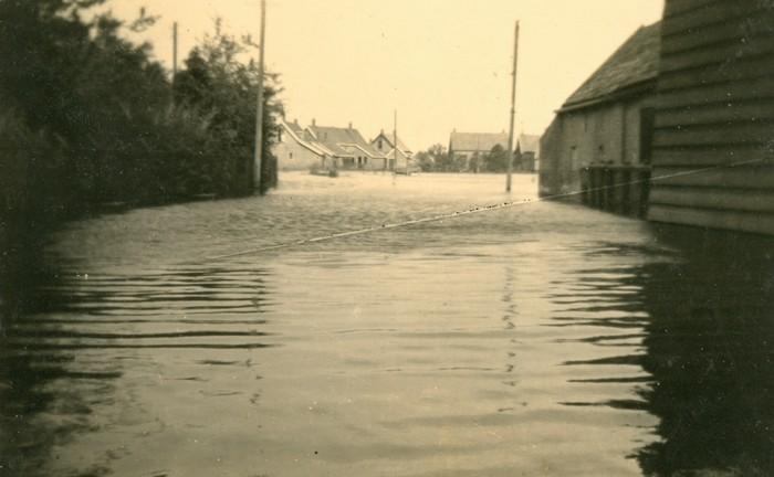 piershil-oorlog-inundatie-voorstraat-07