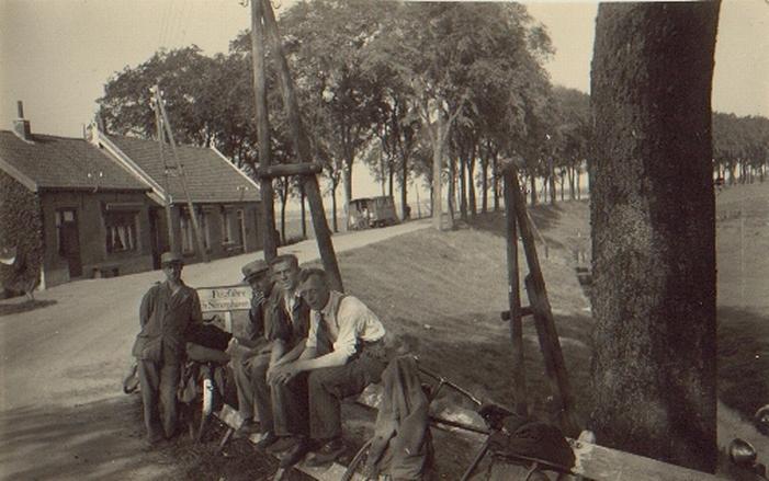 piershil-oudendijk-bocht-pontfaht-nach-simonshaven-1942