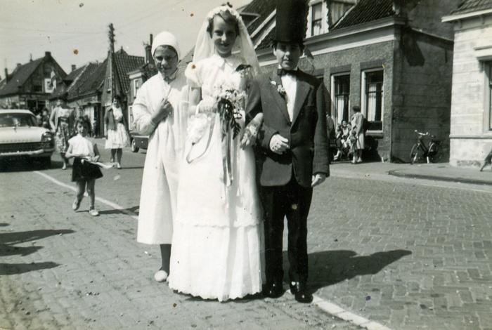 piershil-voorstraat-bruid-riakooi-bruidegom-alievdheiden-5mei1960