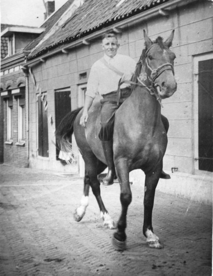 tinus-tepaard-kade2-1947-feest