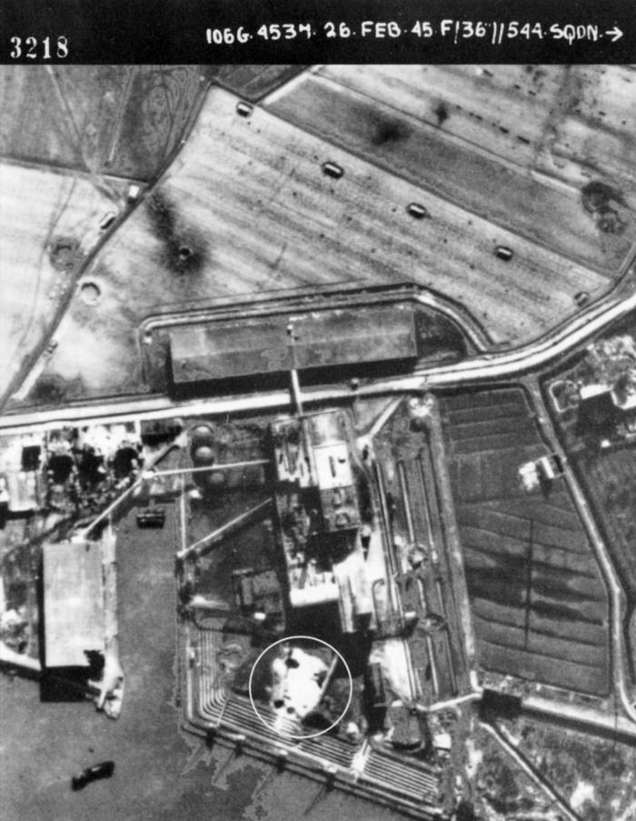 1945-luchtfoto-bombardement-suikerfabriek