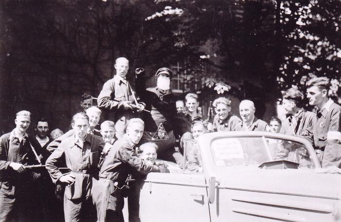 1945-hitlerpop-oudbeijerland-bevrijding-01