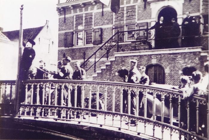 1945-hitlerpop-oudbeijerland-bevrijding-02