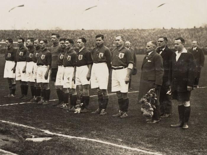 1927-nederl-elftal-jaap-weber-rechtsvandoelman-duitsland-nederland