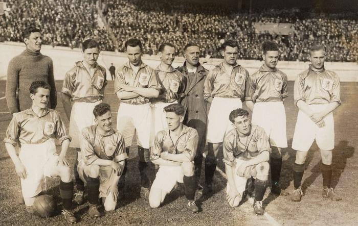 1928-jaap-weber-olympische-spelen-uruguay-zittend-tweedevlinks