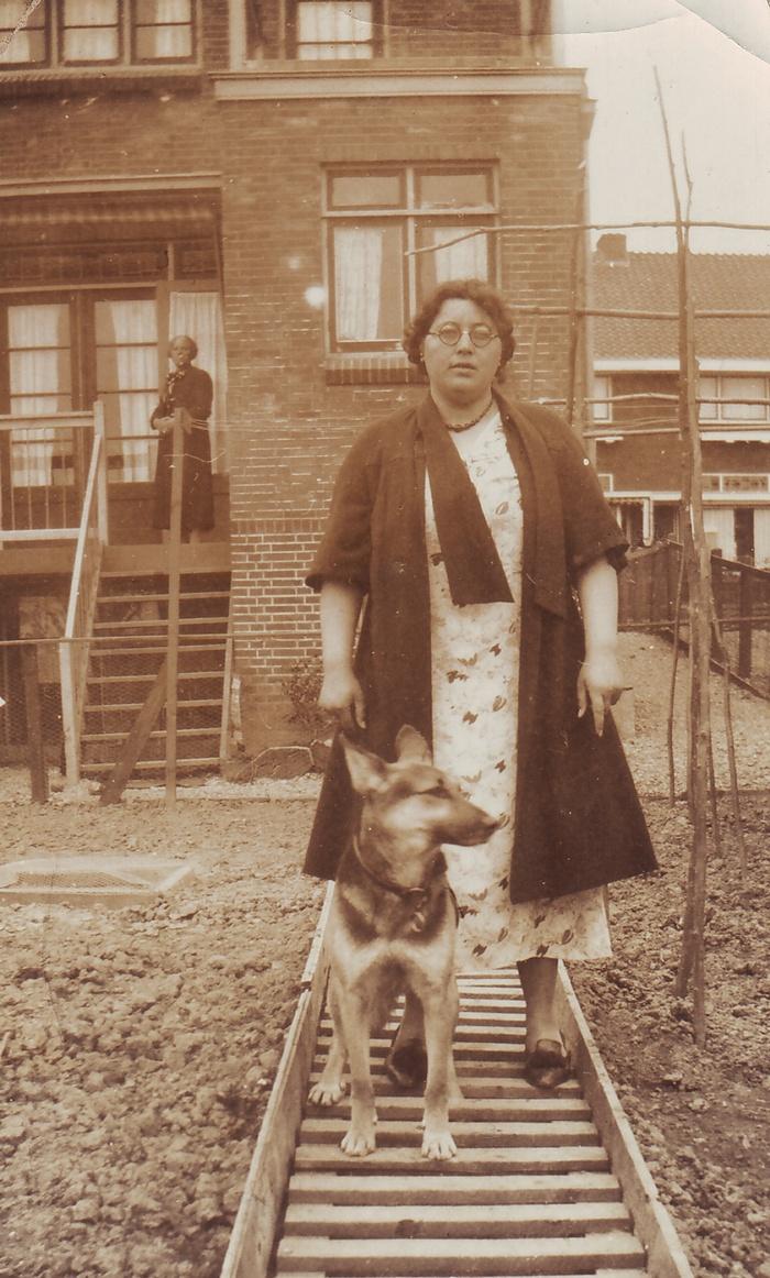 anna-hordijk-1934-metmoeder