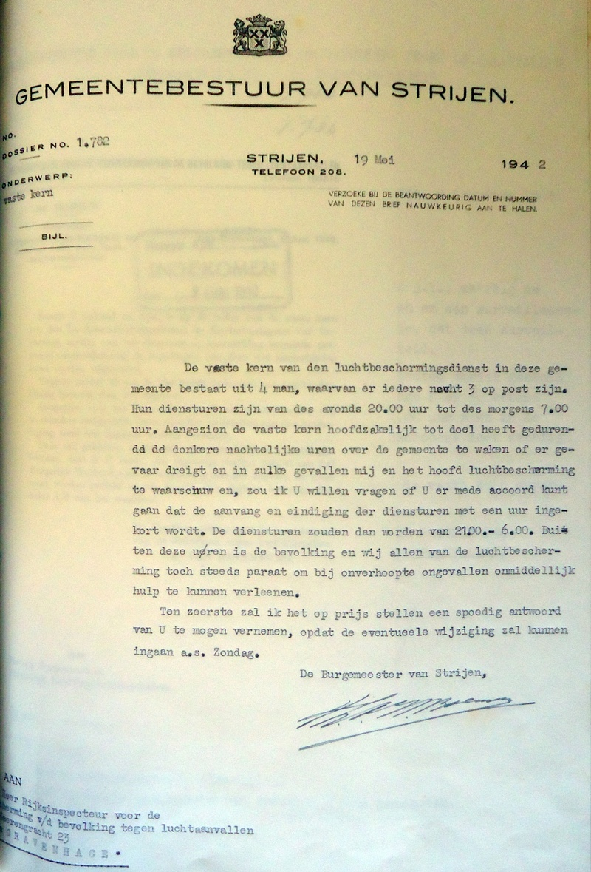 gemeentebestuur-strijen-luchtbeschermingsdienst-1942